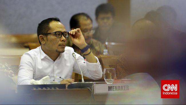 Selain menunda rapat bersama Kemenaker dan BPJS Ketenagakerjaan, Komisi IX DPR menuntut pemerintah melakukan dua hal terkait aturan baru Jaminan Hari Tua.