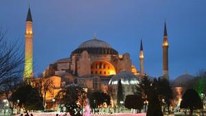 Sejarah Panjang Ibadah Dua Agama di Hagia Sophia