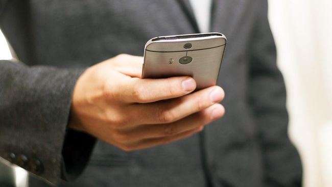 Ketua DPR RI meminta Komisi I dan Kominfo segera menindak pelaku modus pencurian pulsa oleh nomor seluler asing berkepala +242.