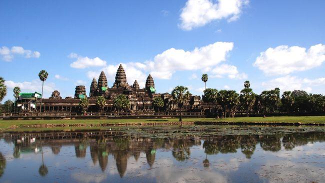 Atraksi wisata menunggangi gajah disebut eksploitasi hewan. Pengelola Angkor Wat bakal melarang atraksi wisata tersebut mulai tahun depan.