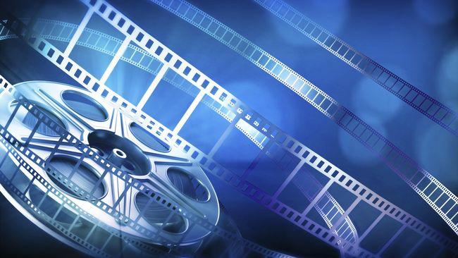 Pada film dokumenter karena sifatnya yang lebih sensitif, sehingga semakin sedikit yang terlibat produksi semakin baik.