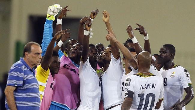 Laga semifinal Piala Afrika antara tuan rumah Guinea Khatulistiwa dan Ghana harus dibubarkan enam menit sebelum waktunya karena terjadi kerusuhan.