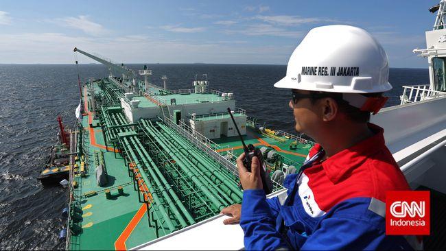 Menteri BUMN Erick Thohir menyebut tanker milik anak usaha Pertamina tiba di RI untuk menunjang penyaluran pasokan energi nasional.