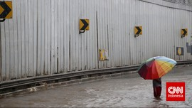 Hujan Belasan Jam, Jakarta Pun Terendam