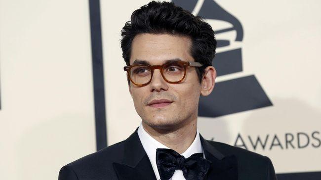 Penyanyi kondang John Mayer dilarikan ke rumah sakit untuk pembedahan usus buntu darurat.