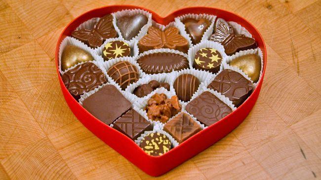 Pernahkah Anda berpikir siapa yang memulai tradisi memberi hadiah di Hari Valentine? Mengapa tradisi ini bisa ada sampai sekarang?