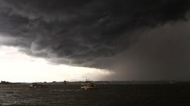 BMKG: Gelombang Tinggi Terjang Laut Indonesia Saat Tahun Baru