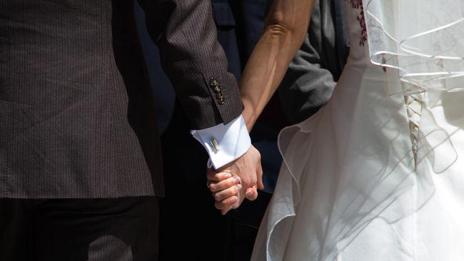 Kabar viral soal ajakan menikah usia muda Aisha Weddings jadi bahan perbincangan. Menikah terlalu muda bisa memicu dampak serius terhadap kesehatan.