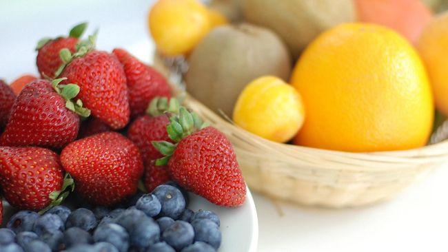 Meski jeruk identik sebagai buah yang kaya vitamin C, namun sebenarnya ada buah-buahan lain yang memiliki kandungan vitamin C lebih tinggi ketimbang jeruk.