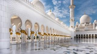 Keindahan Masjid Berlapis Permata di Abu Dhabi