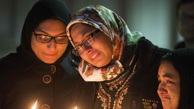 Pasca penembakan tiga mahasiswa Muslim di Universitas North Carolina, Chapel Hill, umat Muslim di wilayah itu waspada.