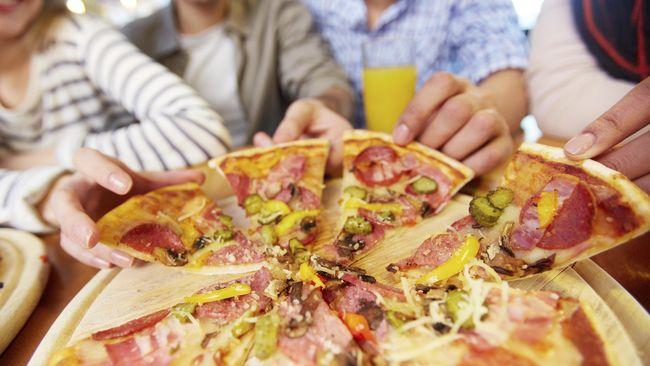 Banyak orang beranggapan pizza adalah salah satu makanan yang tidak sehat karena mengandung kalori tinggi. Pendapat itu bisa jadi benar, bisa juga tidak.