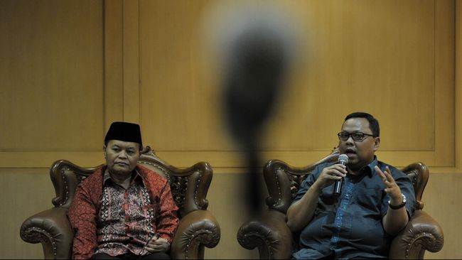 Aturan terpidana percobaan diperbolehkan mendaftarkan diri sebagai calon kepala daerah akan diperluas dan tak hanya membicarakan soal hukuman percobaan.