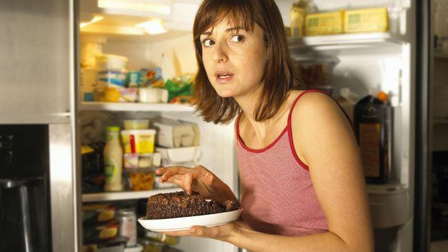 Apa yang menyebabkan Anda selalu lapar dan tidak bisa menolak godaan makanan? Berikut lima alasan utama kenapa rasa lapar selalu menyerang.