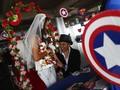 'Menikah' di Hadapan Para Superhero di Hari Valentine