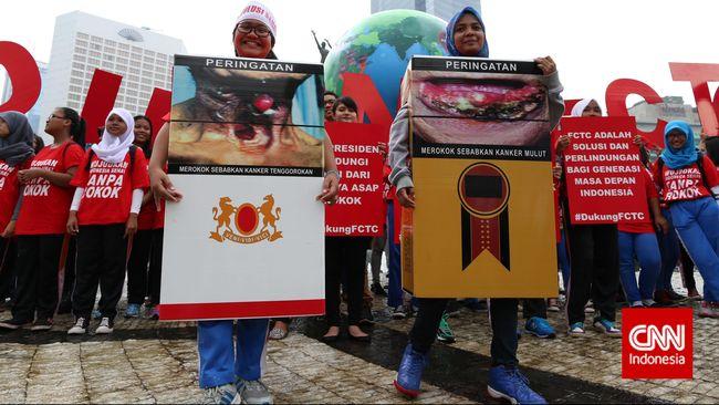 Melalui survey di empat kota besar di Indonesia, pemerhati hak konsumen ini menemukan banyak gambar penyakit di kotak rokok yang tertutupi pita cukai.