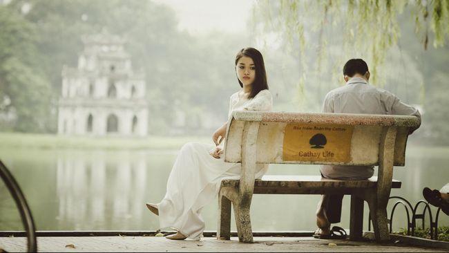 Kelahiran buah hati disebut bisa membuat komunikasi dan kehidupan seks berkurang yang rentan memicu keretakan rumah tangga dan bahkan perceraian.