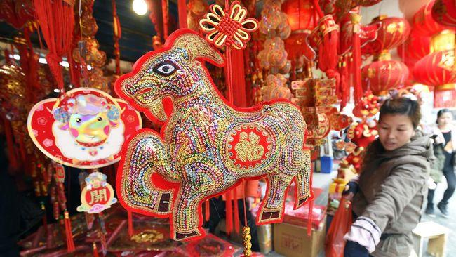 Salah satu cara untuk melihat peruntungan adalah dengan menggunakan shio. Shio merupakan simbol binatang dari Tionghoa yang mewakili 12 siklus tahunan.