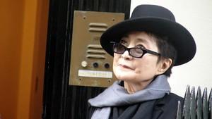 Pembunuh John Lennon Minta Maaf ke Yoko Ono