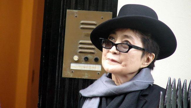 Yoko Ono memperingati momen 39 tahun suaminya, John Lennon, meninggal akibat ditembak. Ia memperingatkan betapa penting pengetatan aturan senjata di AS.