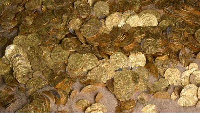 Arkeolog Israel menemukan 24 koin dan anting emas di pelabuhan kuno Kaisarea, Israel pada masa Perang Salib.