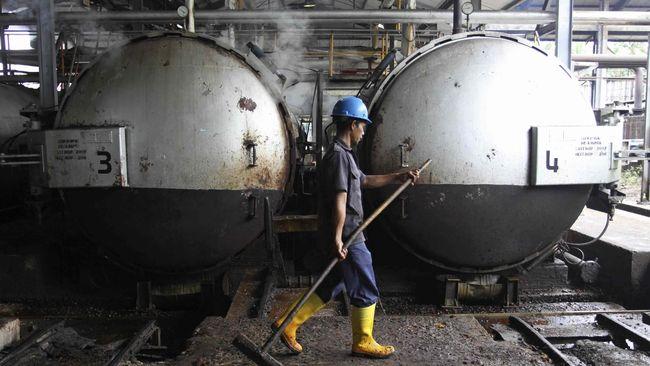 Presiden Jokowi meminta jajarannya mengkaji percepatan mandatori pencampuran biodiesel 30 persen (B-30) di dalam BBM.