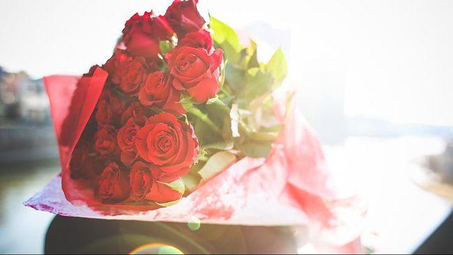 Shelly Golay akan mendapatkan kiriman bunga Valentine indah seumur hidupnya. Bunga ini dikirim dari sang suami yang sudah meninggal.