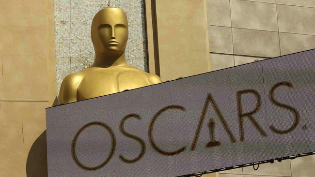 Serentetan kebijakan kontroversial yang muncul jelang Oscar 2019 disebut menunjukkan pihak the Academy mulai putus asa di tengah tekanan yang ada.