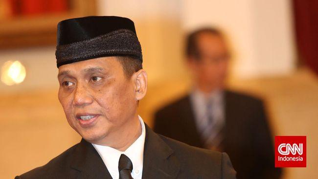 Pakar hukum pidana Indriyanto Seno Adji dilantik sebagai anggota Dewan Pengawas KPK menggantikan mendiang Artidjo Alkostar yang meninggal pada 28 Februari lalu.