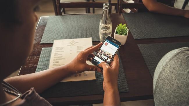 Alasan Menonton Instagram Story Bikin Ketagihan