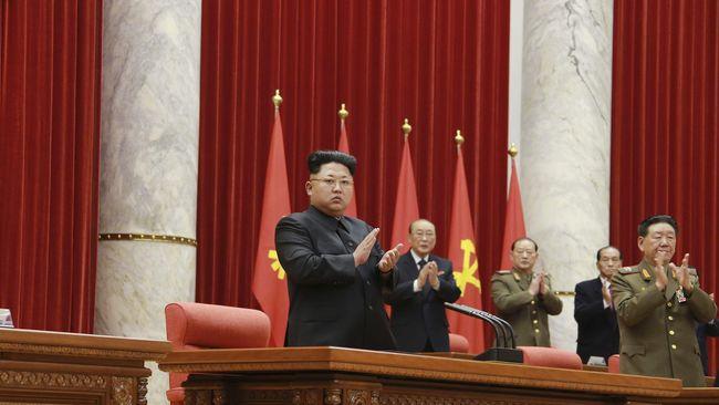 Korut menggelar pemilu parlemen dengan para kandidat dari partai tunggal, yaitu Partai Buruh. Partai pimpinan Kim Jong-un itu pun meraih 99,9 persen suara.