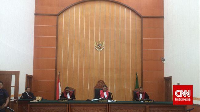 Pengadilan Negeri Jakarta Barat ditutup sejak kemarin hingga Senin mendatang, setelah salah satu stafnya positif terpapar Covid-19.