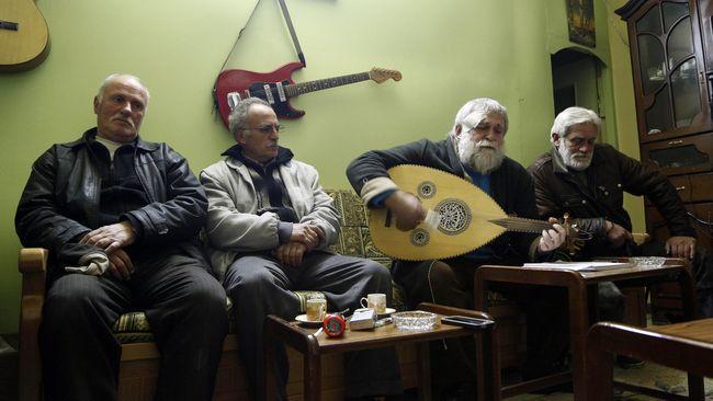 Perang yang berkepanjangan di Suriah membuat musisi Kristen dan tujuh saudaranya ikut angkat senjata demi melindungi keluarga mereka.