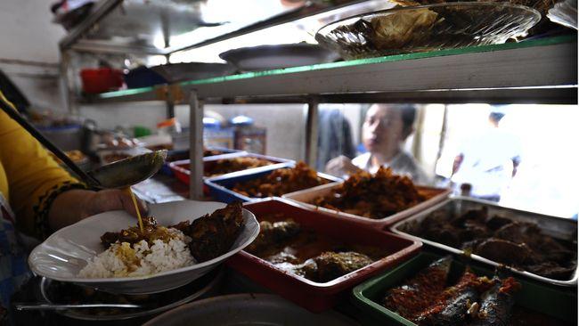 Polisi kembali menangkap pelaku begal di warteg Mamoka Bahari, Pesanggrahan, Jakarta. Total sudah dua dari tiga pelaku begal yang berhasil diringkus.