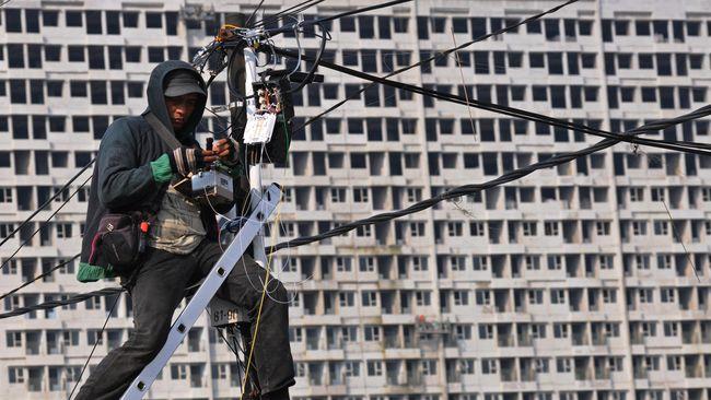 Menkominfo mengklaim operator seluler berkomitmen menghadirkan sinyal 4G di 3.435 kelurahan dan 12.548 desa.