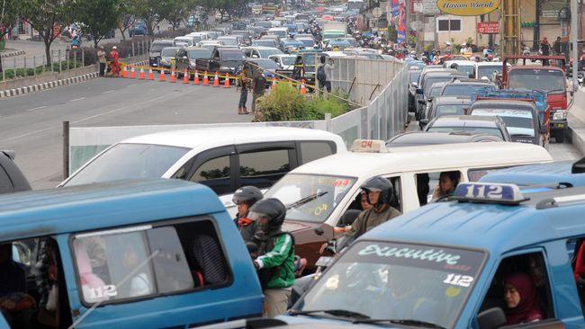 Kasat Lantas Polresta Depok Kompol Sutomo mengatakan parade dalam Festival Budaya Depok akan menggunakan jalur lambat di Jalan Raya Margonda.