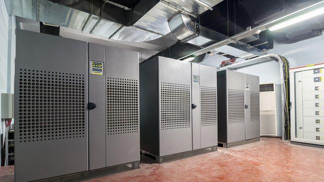 Anggaran UPS komputer mencapai Rp 5,8 miliar per sekolah dinilai berlebihan. Anggaran Rp 50 juta seharusnya bisa membeli UPS untuk 100 komputer di sekolah.