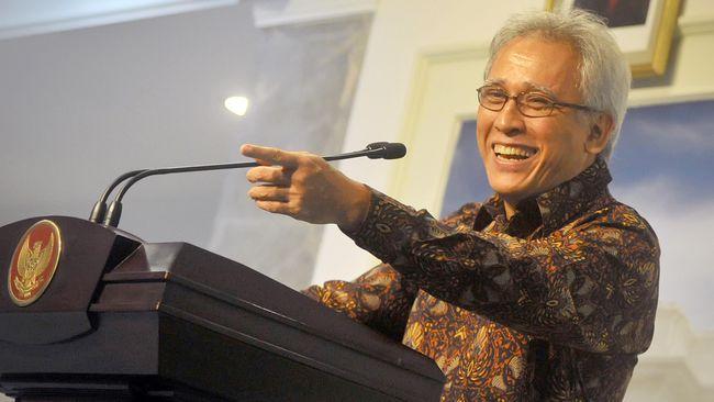 Musisi Iwan Fals mengomentari berita pernyataan Presiden Joko Widodo yang memberikan tarket kepada Gubernur DKI Anies Baswedan soal tenggat vaksinasi.