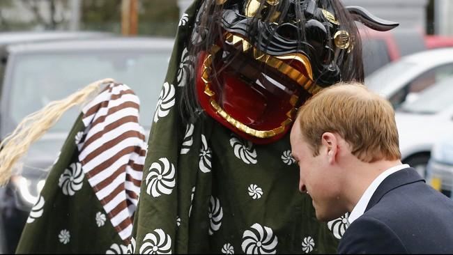 Barongsai hitam menyambut Pangeran William dari Inggris saat menjejakkan kaki di Jepang dalam lawatan selama empat hari.