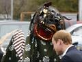 Kunjungi Jepang, Pangeran William 'Digigit' Barongsai