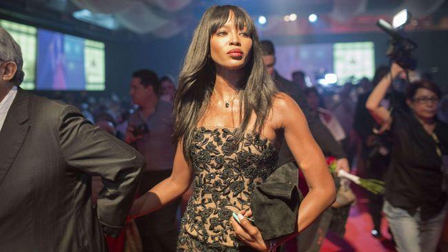 Supermodel dunia, Naomi Campbell, ternyata punya 'ritual' unik saat pesawat terbang.