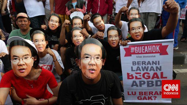 Menteri Dalam Negeri diminta menengahi perselisihan Ahok dengan DPRD Jakarta mengingat draf APBD 2015 akan diserahkan Ahok kepada Kemendagri.