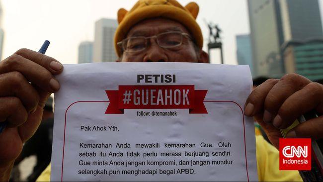 Terdapat lebih dari 2.000 petisi dan topeng wajah Ahok yang dicetak dan diberikan kepada masyarakat DKI Jakarta oleh 'Teman Ahok' Ahad (1/3) pagi ini.