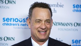Gaya Kocak Tom Hanks Bintangi Video Musik Carly Rae Jepsen