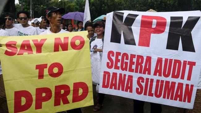 Forum Indonesia untuk Transparansi Anggaran (FITRA) menuding DPRD DKI lebih mengedepankan pengajuan proyek dari pengusulan program dalam penyusunan APBD DKI.