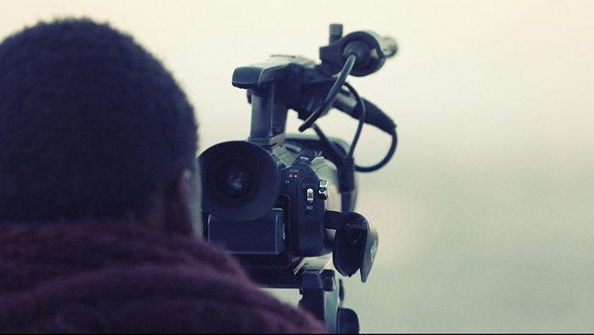 Mencegah wabah corona menyebar luas, Polri menyatakan seluruh pengambilan gambar atau syuting terlarang dan akan terancam sanksi.