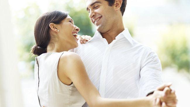 Laki-laki yang jari telunjuknya lebih pendek dari jari manis, lebih cenderung menghabiskan uang untuk mengesankan perempuan.