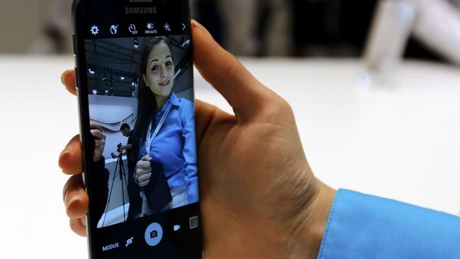 Apapun bentuk perubahan yang ditawarkan oleh Samsung ke Galaxy S6, nyatanya tak membuat pendirian pengguna iPhone goyah.