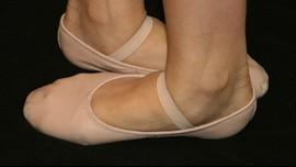 Melestarikan Sejarah Pabrik Sepatu Balet Rusia