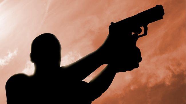 Saat melihat pelaku penembakan di La Casa Nostra, seorang saksi mata yakin pria itu penembak profesional yang siap melancarkan aksi serius.